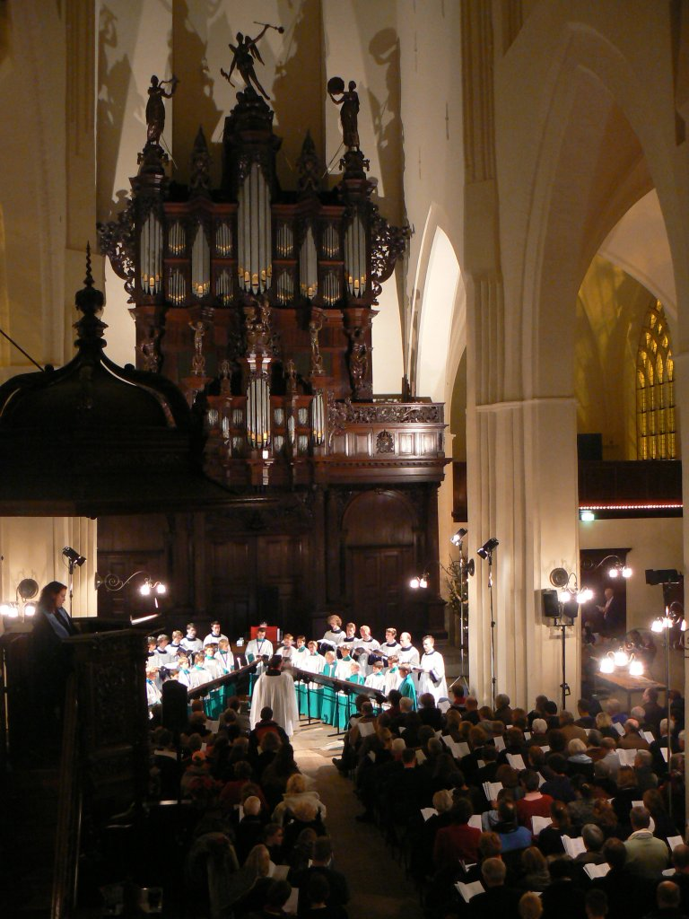 Der Aa-kerk Roder Jongenskoor vanaf de Burgemeestersbank