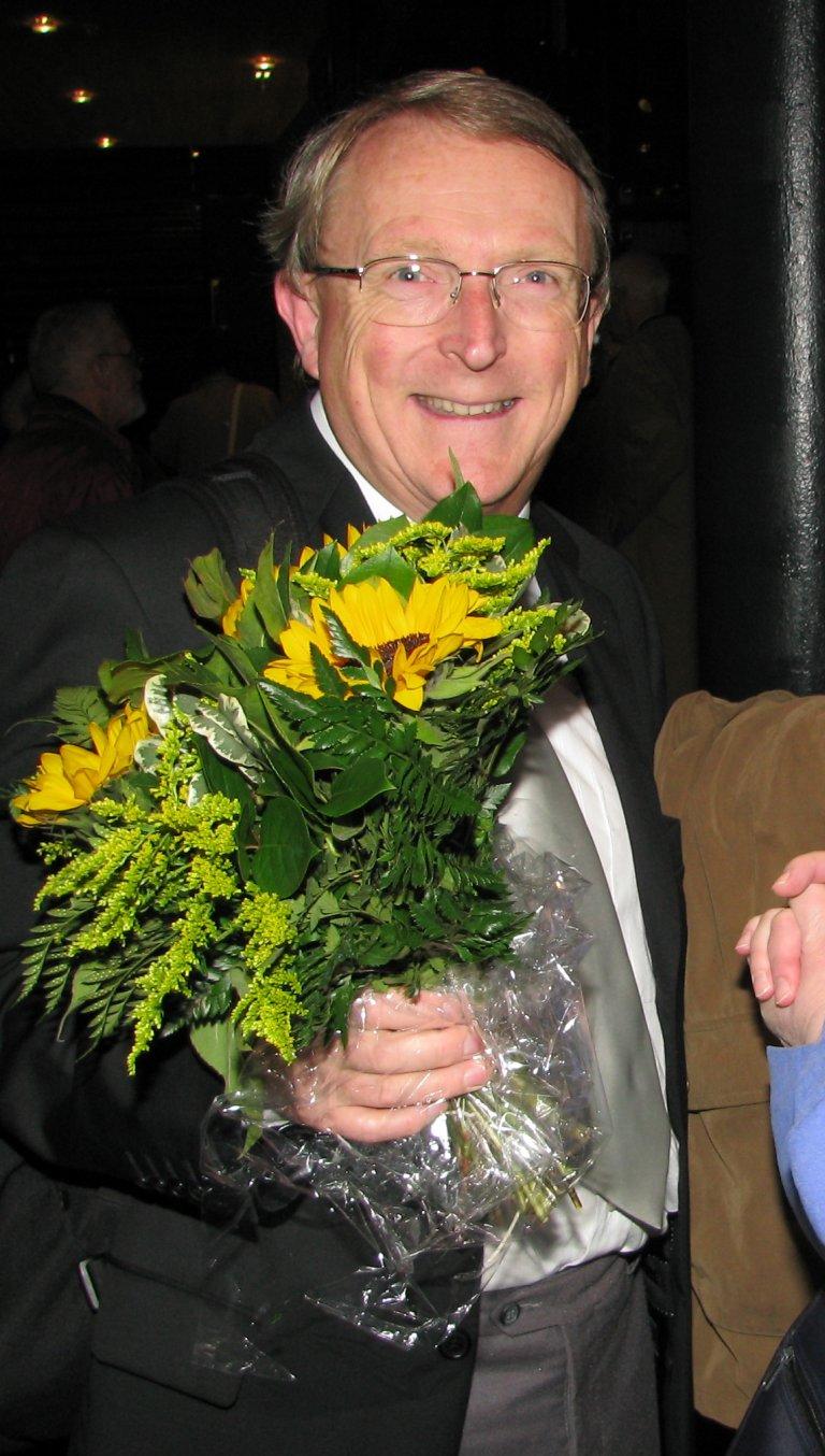 David Sanger met bloemen
