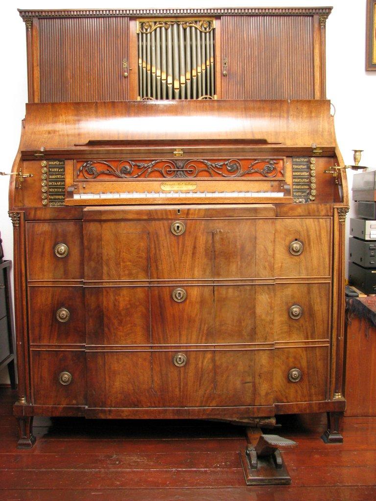Geopend bureau-orgel