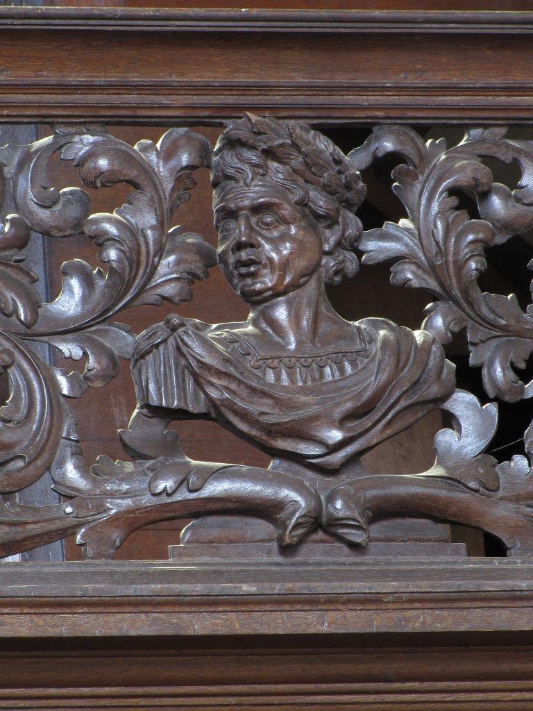 Der Aa-kerk Groningen Snijwerk balustrade noord buste