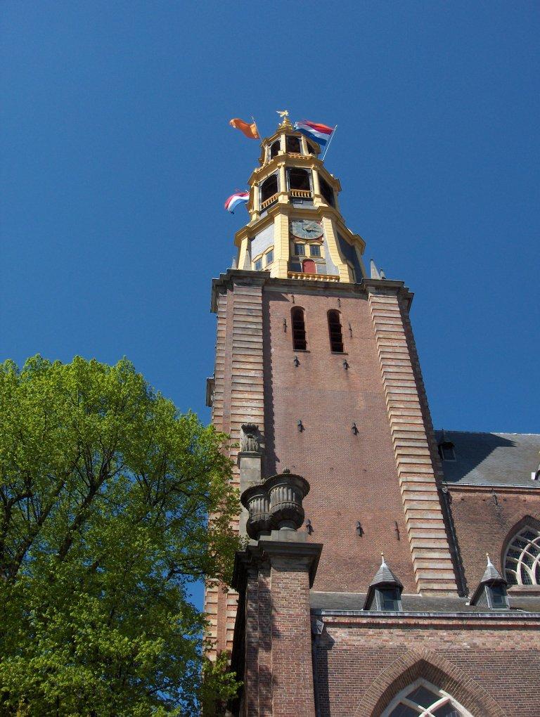 Toren van de Der Aa-kerk te Groningen vanuit het zuiden