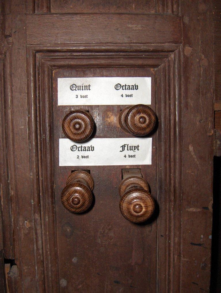 Dorpskerk Krewerd Orgel 1531 Registerknoppen rechts
