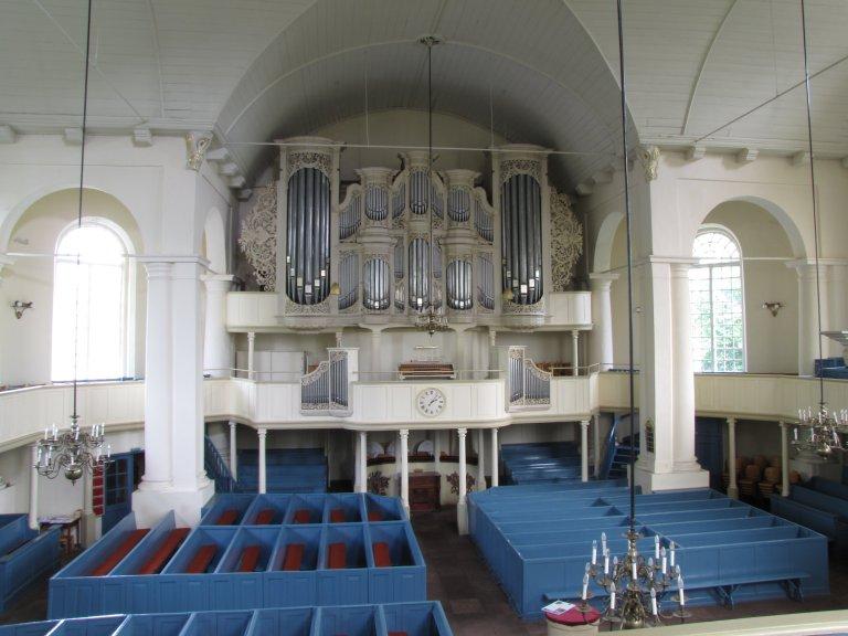Interieur met orgel