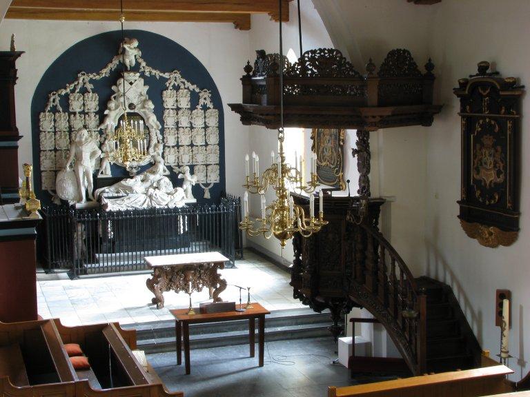 Midwolde Dorpskerk, interieur vanaf het orgelbalkon