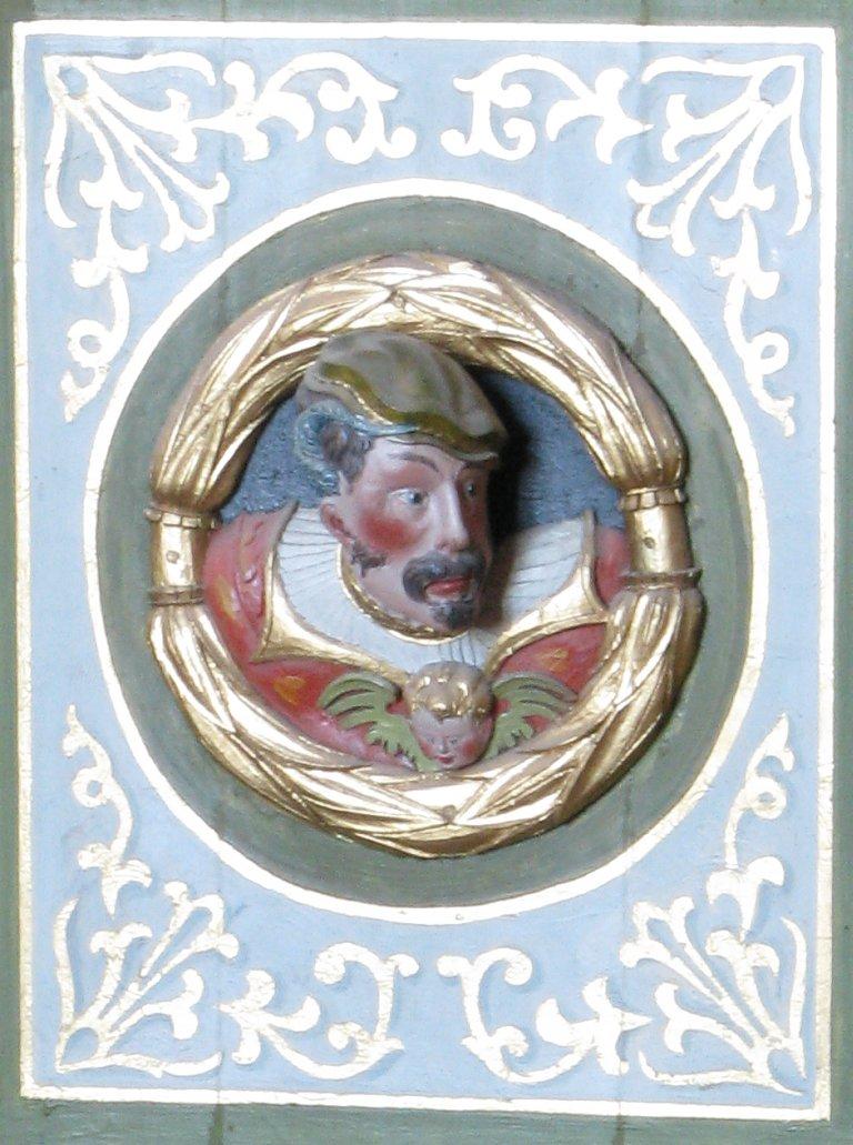 Mannenkop op zijkant Balustrade, rechts van het Rugpositief