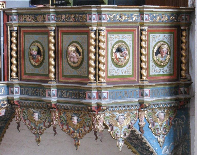 Vier Portretmedaillons op Balustrade, rechts van het Rugpositief