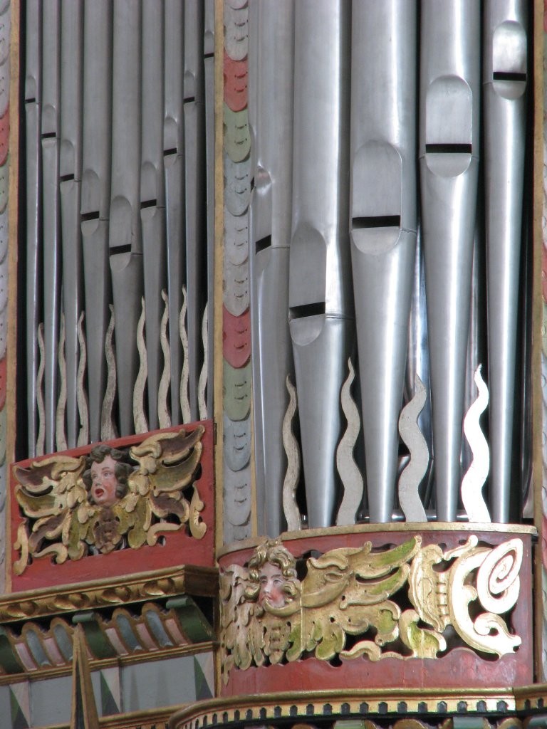 Tussenveld en Westtoren, pijpvoeten en snijwerk met blazer