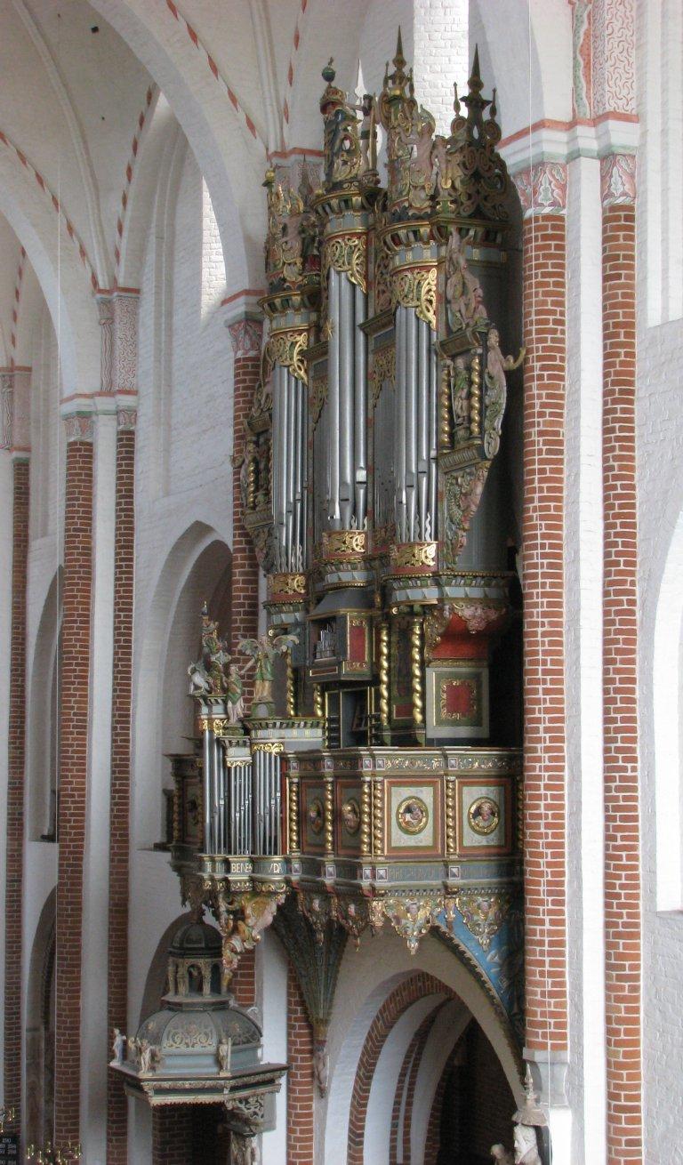 Orgel vanuit het westen met geopende BW deuren