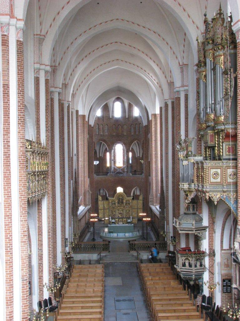 Kerkinterieur vanuit het westen
