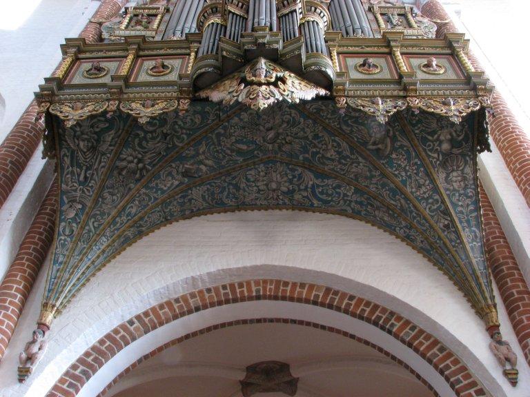 Orgel vanuit de kerk