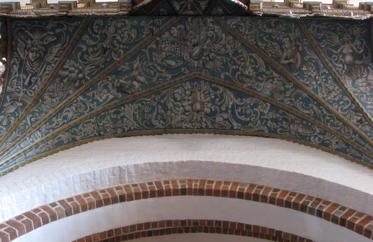 Schilderwerk onder het orgel