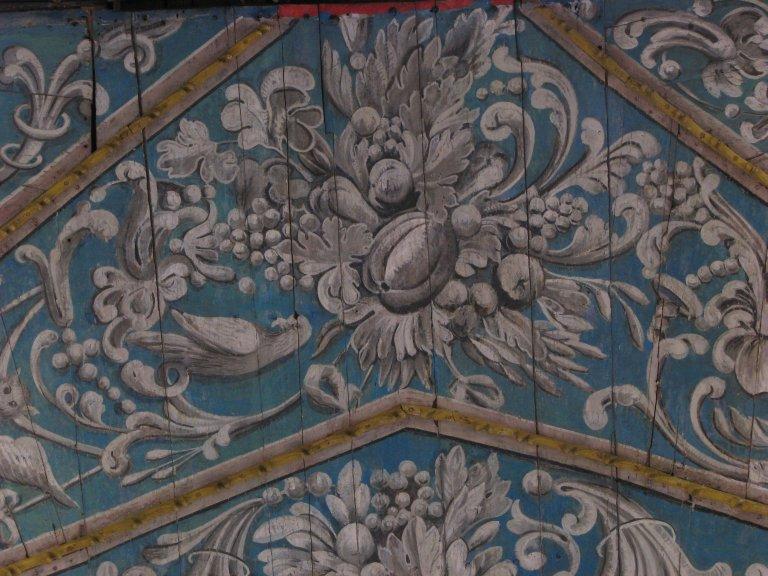 Schilderwerk onder het orgel - bladwerk, vruchten, vogel