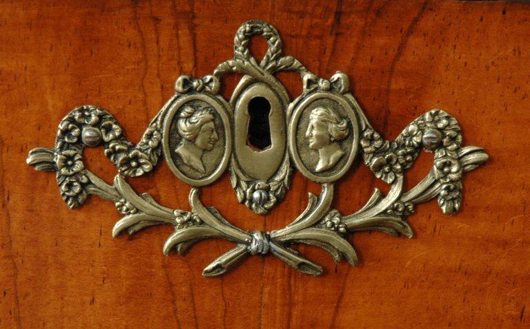Orgel Ibe Peters Iben 1790, Beslag schijnlade